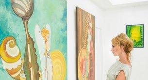 Gdzie artyści powinni szukać wsparcia i jak skutecznie zorganizować wystawę?