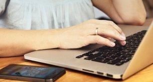 Polacy sprawdzają opinie o sklepach z elektroniką głównie u znajomych. E-sklepy weryfikują w Internecie