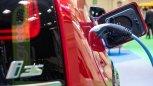 Ładowanie e-pojazdu w ogólnodostępnym garażu jest legalne? Wspólnoty mają nowy problem