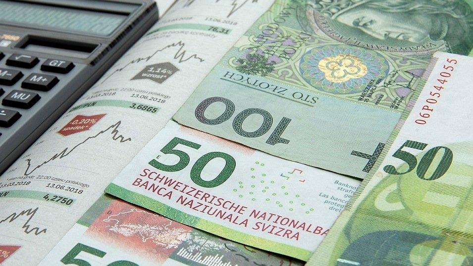 Frankowicze mogą walczyć o spłacanie kredytów w złotówkach. Odważni mają szansę przechytrzyć bank