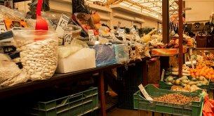 BADANIE: Rolnicy dostają zbyt mało za warzywa i owoce. Jednocześnie w sklepach jest za drogo