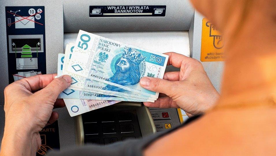 """Kredyt z tzw. umową śmieciową jest możliwy. Ale przed bankiem nie warto """"naciągać"""" rzeczywistości"""