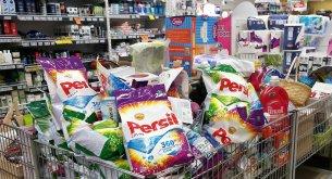 Za większość takich samych kosmetyków i detergentów Polacy płacą drożej niż Niemcy
