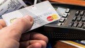 Tradycyjne karty płatnicze są stopniowo zastępowane przez telefony. Jednak to wciąż tylko zmiana nośnika