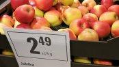 BADANIE: Sklepy rekordowo promują jabłka, ale nie obniżają cen. Za to z roku na rok kupują je coraz taniej