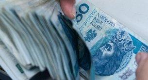 Koszty faktoringu pod lupą: Szybszy sposób na gotówkę, ale jednak droższy od kredytu