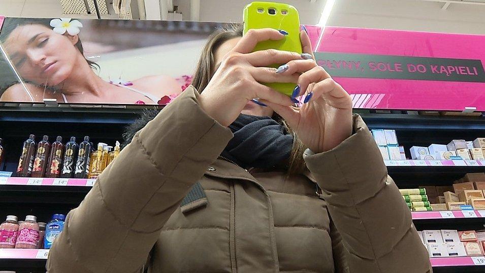 Sprzedawcy rzadziej zakazują robienia zdjęć i skanowania produktów. Ale w sklepach wciąż widać duży opór