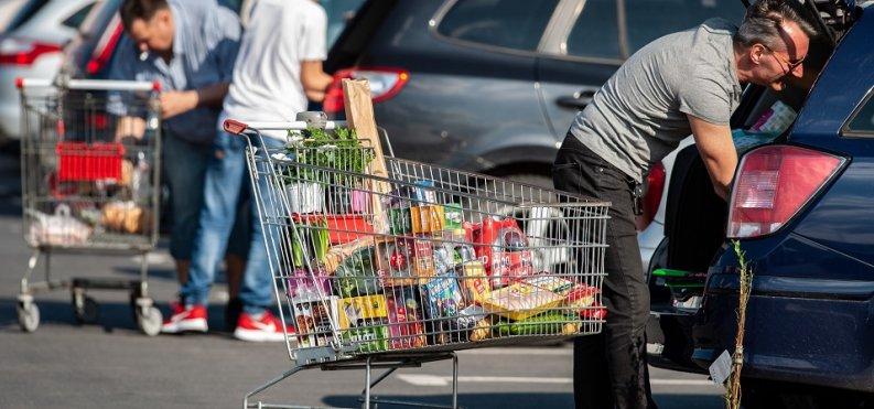 ANALIZA: Przed tegoroczną Wielkanocą spadły rozbieżności w cenach. Sieci ewidentnie zmieniły strategie