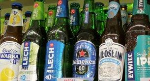 """Analiza: W czasie pandemii sklepy mocno ograniczyły akcje promocyjne na alkohol. Ale piwo wciąż jest """"królem"""""""