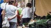 BADANIE: Przez koronawirusa Polacy skrócili czas robienia zakupów. Średnio nawet o 15 minut