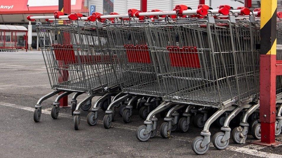 BADANIE: Dane z rynku nie postawiają złudzeń. W sklepach i na stacjach paliw ruch jest coraz mniejszy