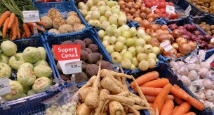 ANALIZA: Pandemia koronawirusa nie powinna doprowadzić w sklepach do wzrostu cen warzyw i owoców
