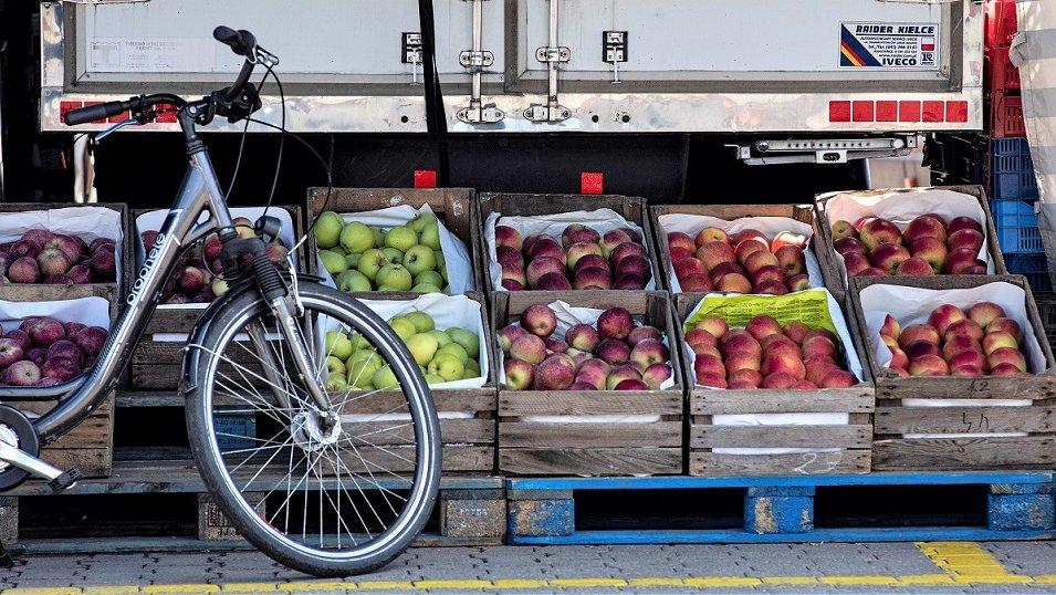 ANALIZA CEN: Pandemia mocno zachwiała cenami owoców. Najbardziej widać to po jabłkach i gruszkach