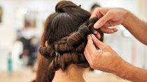 Polacy podczas pandemii nie zrezygnowali z usług fryzjerskich. Część branży musiała zejść do podziemia