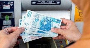 Polacy wystraszyli się plotek o niewypłacalności banków. NBP: Na rynku przybyło 51 mld zł w gotówce