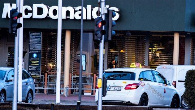 BADANIE: Ruch w fast foodach wciąż na dużym minusie. Klientów jest o blisko 40% mniej niż rok wcześniej