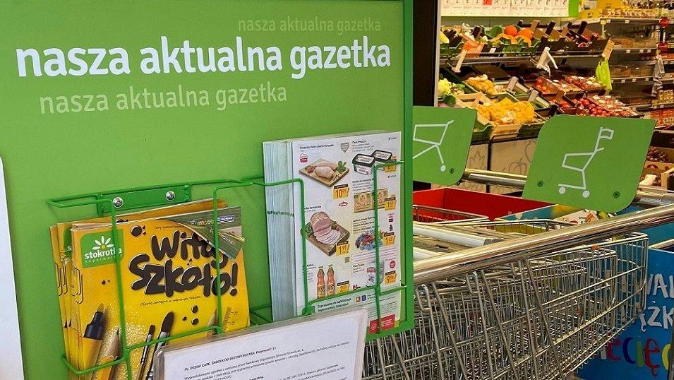 BADANIE: Kończy się era gazetek na wycieraczkach czy w skrzynkach. Polacy wolą je brać prosto ze sklepów