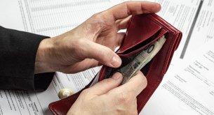 Dane z Krajowego Rejestru Długów: Miesięczna pensja nie wystarczy na pokrycie długów