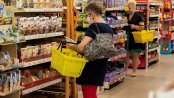 BADANIE: Zmniejsza się liczba klientów bez maseczek. Pracownicy sklepów zdecydowanie odważniej reagują