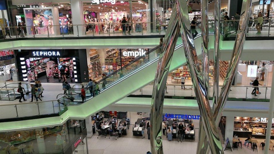 Ruch w galeriach handlowych wciąż na sporym minusie. Badania wskazują nawet na 50% spadki