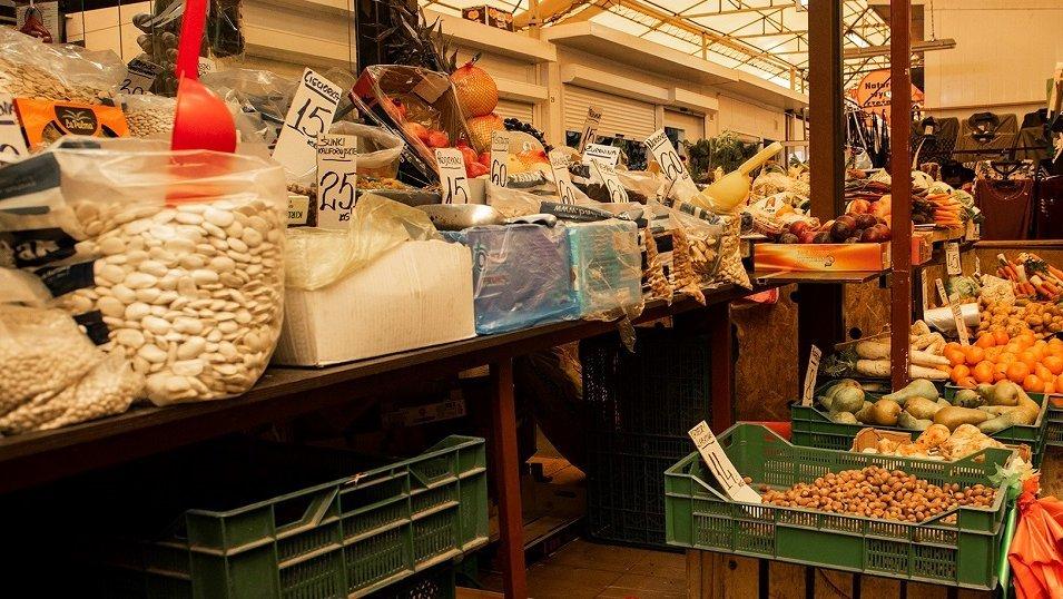 Pandemia chwieje rynkiem warzyw i owoców. W sklepach widać lekki spadek cen