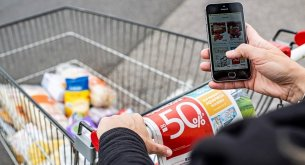 Dyskonty z ogromną przewagą w Internecie. Ich promocje przyciągają najwięcej Polaków