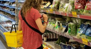 Ponad 60% Polaków sprawdza w sklepach kraj pochodzenia towarów spożywczo-przemysłowych
